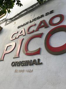 Leyenda a la entrada de las destilerías Pico